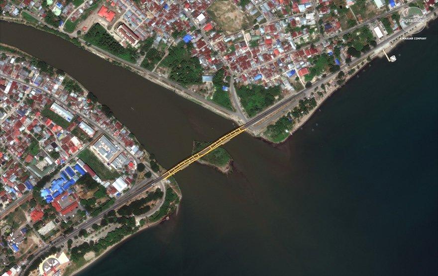 Uydu görüntüleri 300 metrelik köprünün tsunami ve depremden önceki halini böyle çekti.
