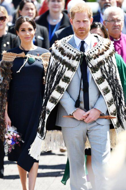 Kraliçe Elizabeth, ailesindeki gençlerin daha fazla sorumluluk almasını istiyor. Prens Harry ve Düşes Markle ise şu sıralar resmi ziyaret kapsamında Yeni Zelanda'da.