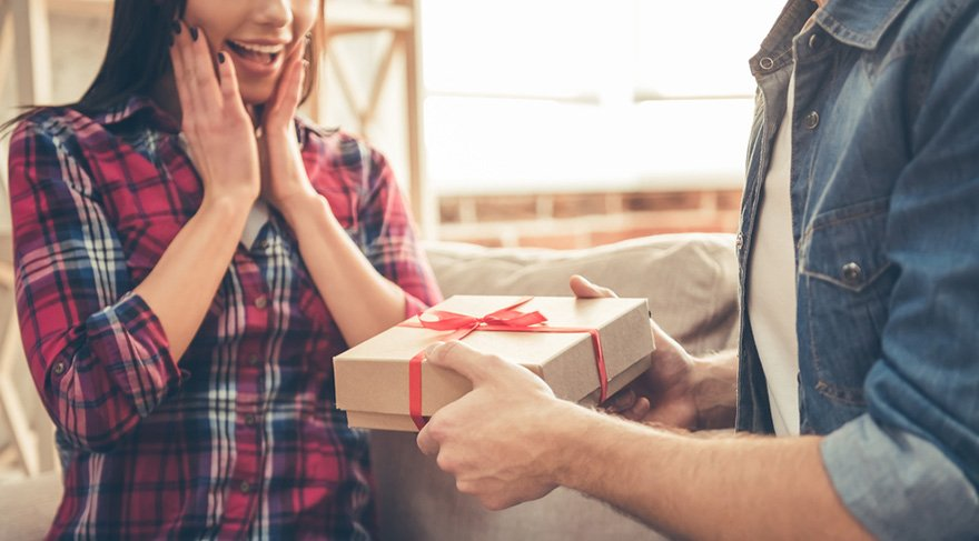 Başak: Sevdiğiniz insanlara güzel hediyeler vereceğiniz bir dönem başlıyor sizler için. Birazcık daha size mutluluk ve keyif verecek konular için para harcamaya başlayacaksınız. Ev alım satım, taşınma, kiralama, evinizde dekoratif değişiklikler yapmak için oldukça uygun zamanlar olacak.