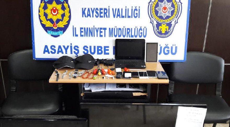 İstanbul'dan Kayseri'ye hırsızlık yapmak için gelen ikisi 18 yaşından küçük 5 arkadaş İ10 günde 12 ev soydu. Foto: DHA