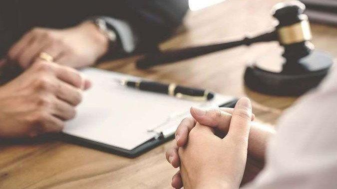 İşveren veya işçinin iş sözleşmesini fesih hakkını kullanma süresi nedir?