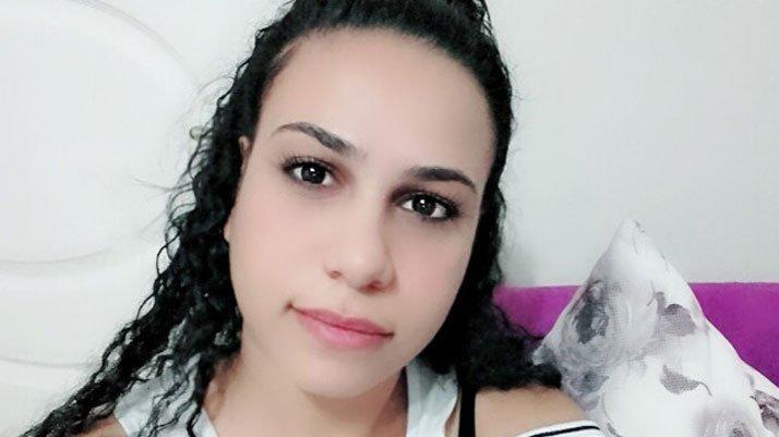 Eşini 8 yerinden bıçaklayarak öldürdü