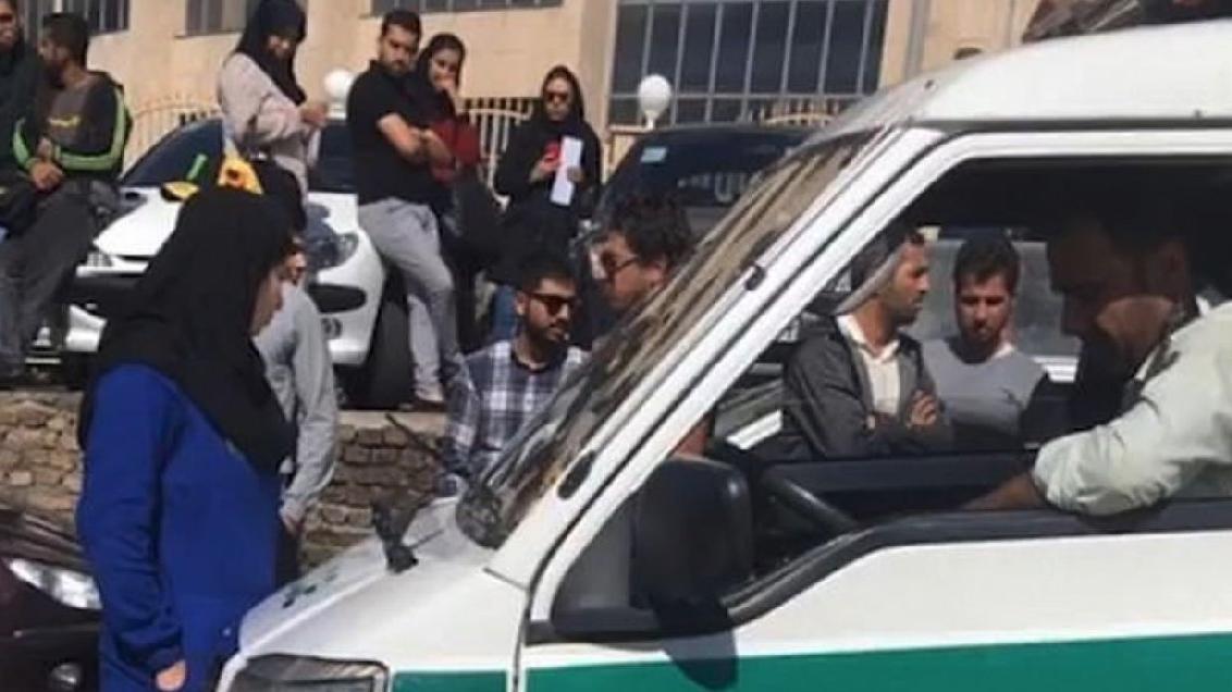 İran'da kan donduran görüntü: Zorunlu başörtüsü yasasını protesto eden kadını sürüklediler