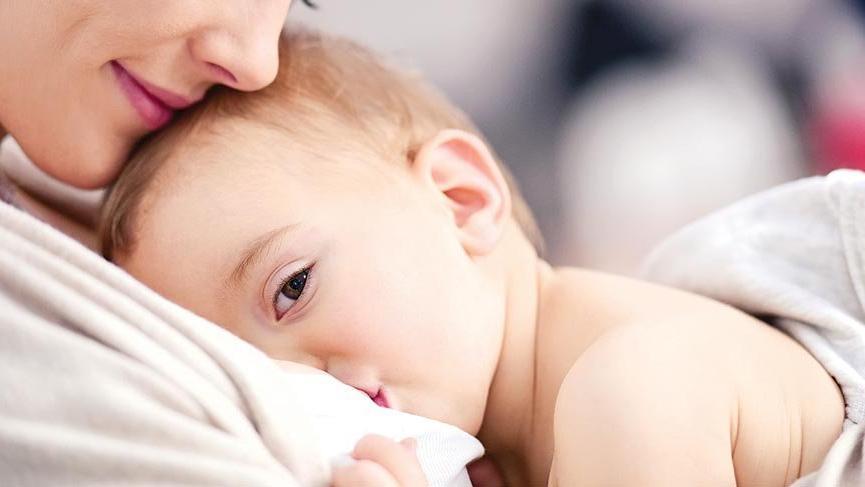Anne sütü azlığının nedenleri ve belirtileri nelerdir?
