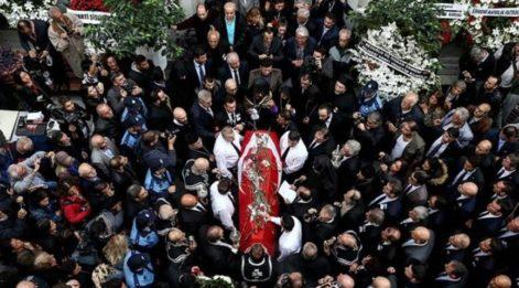 Duayen fotoğrafçı Ara Güler son yolculuğuna uğurlandı... İşte, cenazeye katılanlar, açıklamalar ve çekilen fotoğraflar...