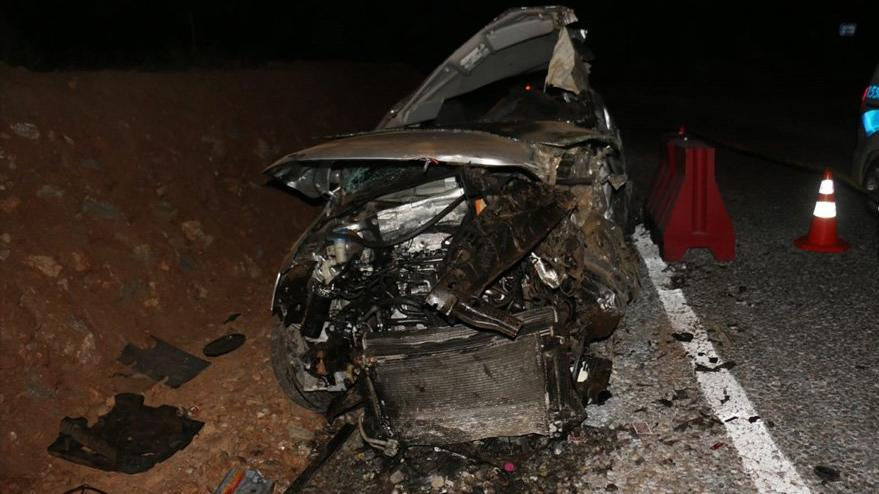 Aydın'da otomobil bariyere çarptı! 3 ölü, 2 yaralı