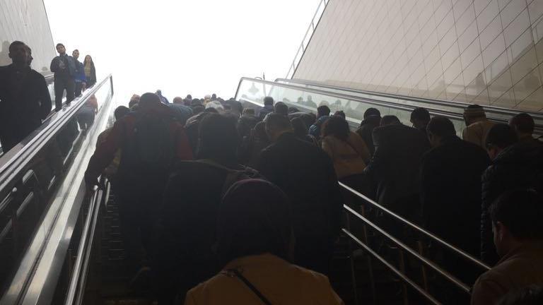 Metrobüsün arızalı asansör ve merdivenlerinde onarım başlıyor
