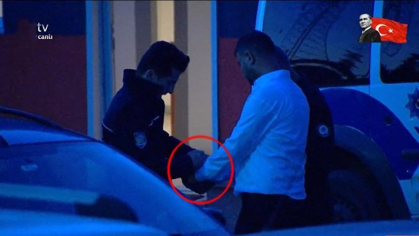 Polis canlı yayına geldi dolandırıcıyı alıp götürdü