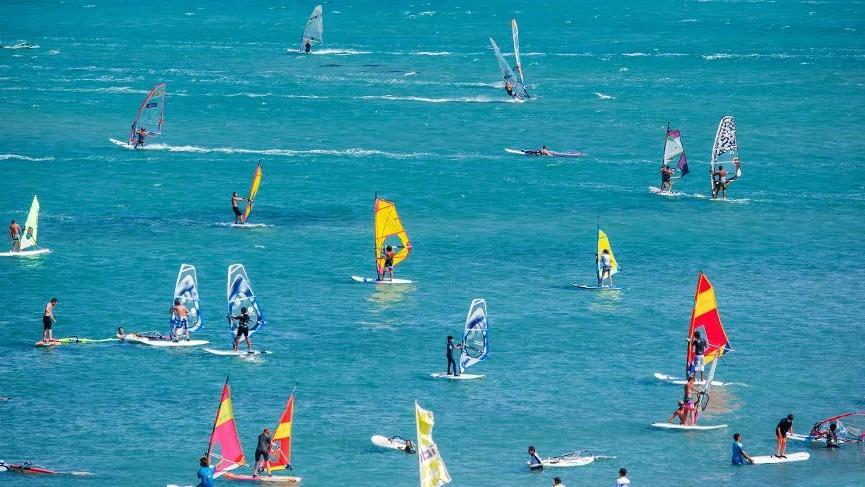Yelkenlere rüzgar doldurmayı bekleyen sahiller