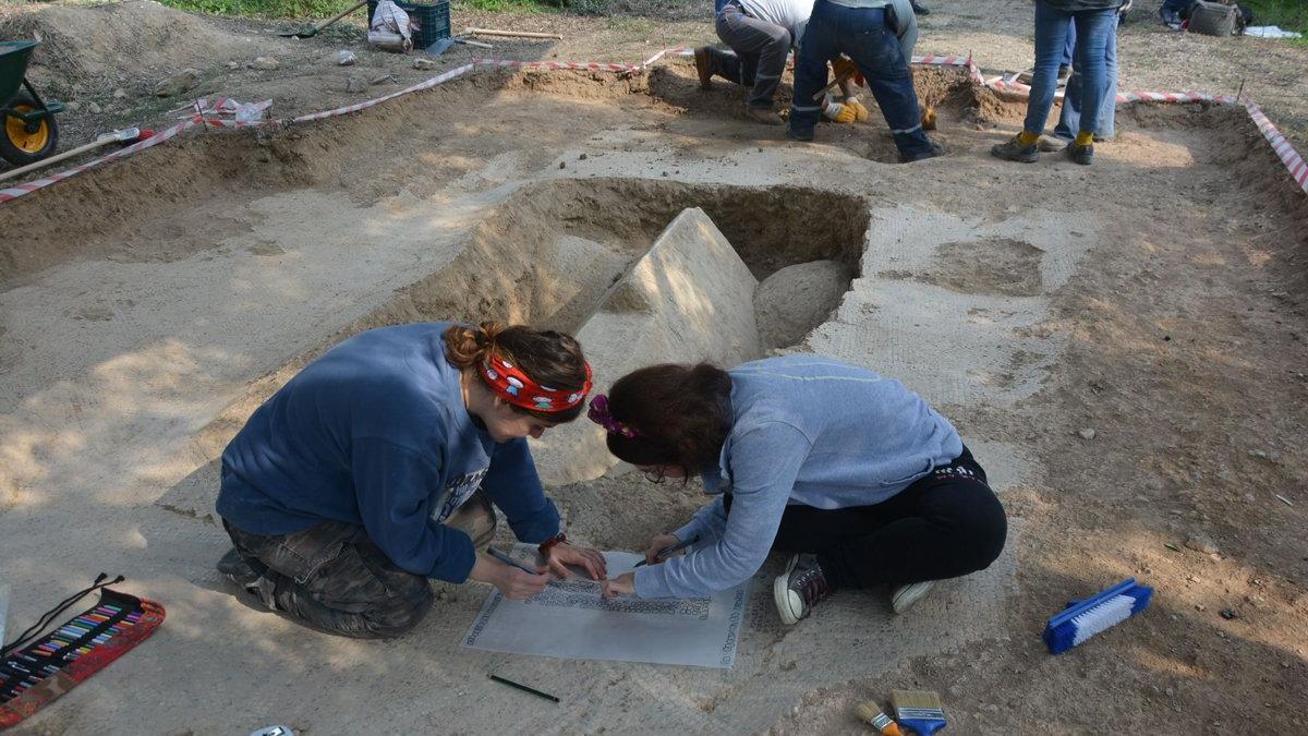 Sır gibi saklanan gizemli lahit mezarın görüntüsü ortaya çıktı