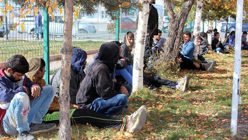 Kaçak göçmenleri Ankara diye Ardahan'a bıraktılar