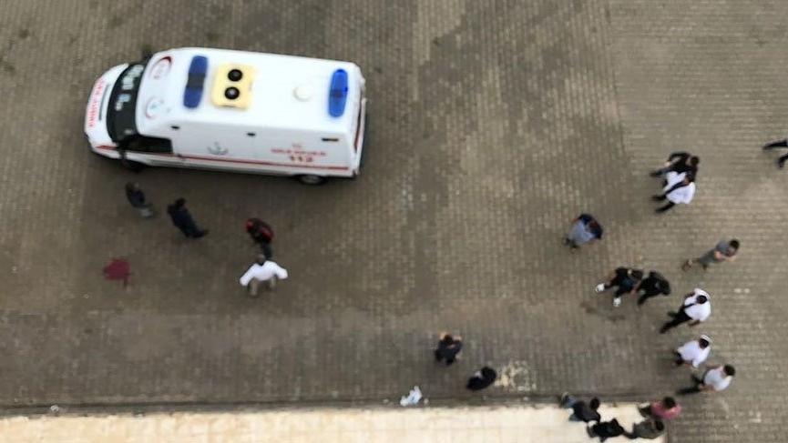 Üniversite öğrencisi 4'üncü kattan ölüme atladı