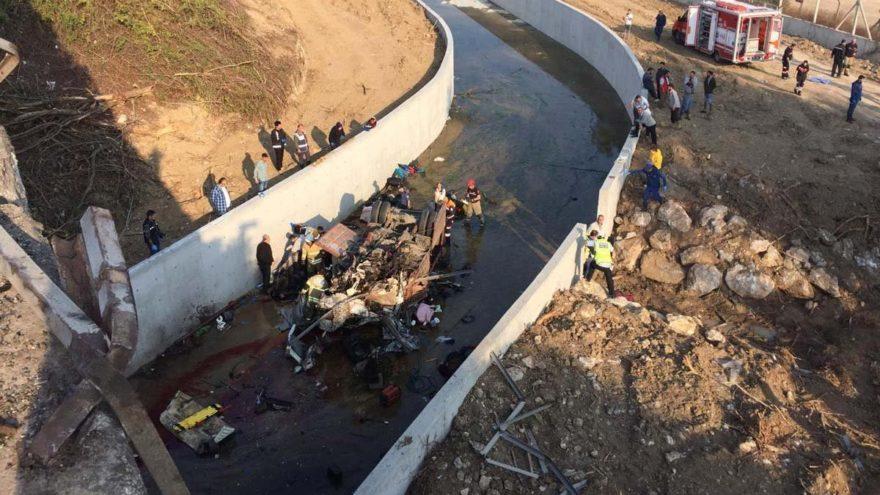 İzmir'de facia! 22 ölü, 13 yaralı