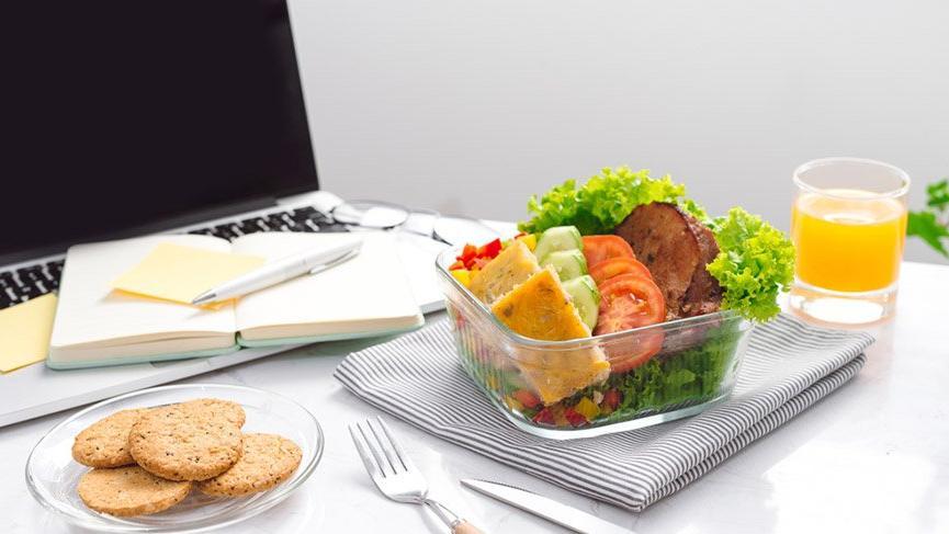 ANKET: İş yerinde kahvaltı etmek yasaklanmalı mı?