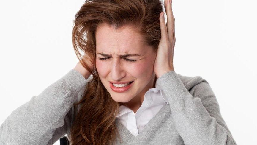 Kulak çınlaması (tinnitus) nedir? İşte kulak çınlamasının nedenleri...