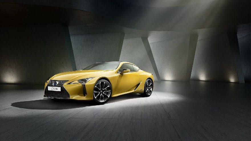 Lexus yeniliklerini Paris Otomobil Fuarı'nda sergiledi