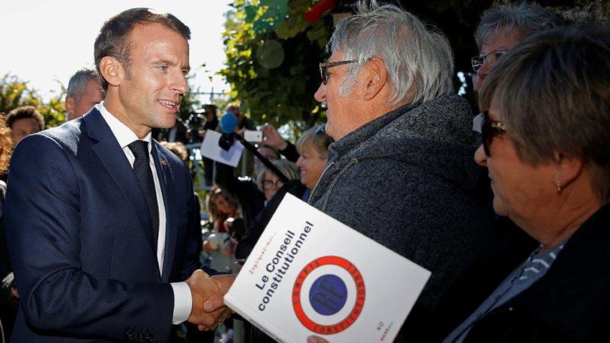 Macron, kendisine söylenen emekliyi azarladı
