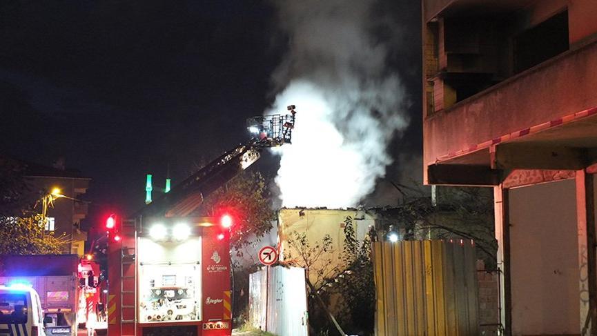 Ümraniye'de 2 katlı binada çıkan yangın korkuttu!
