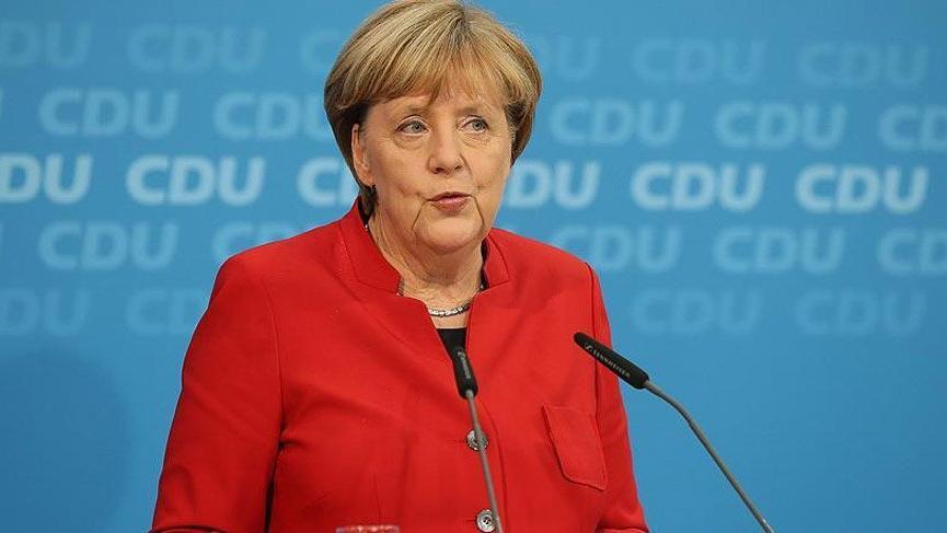 Merkel bırakacağını açıkladıktan sonra ilk kez konuştu