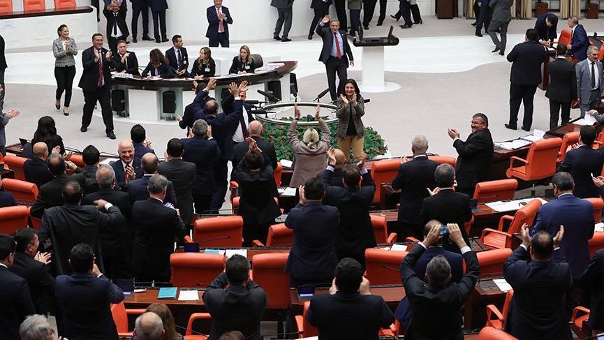 Son dakika... EYT önergesi AKP'ye rağmen kabul edildi