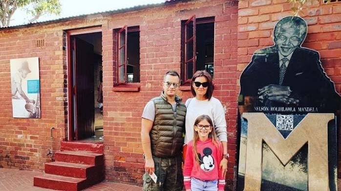 Pınar Altuğ ailesi ile safaride