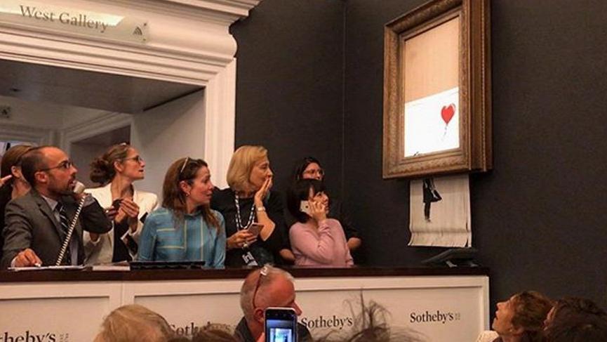 Banksy parçaladı ama 'Kırmızı Balonlu Kız' yine de satıldı