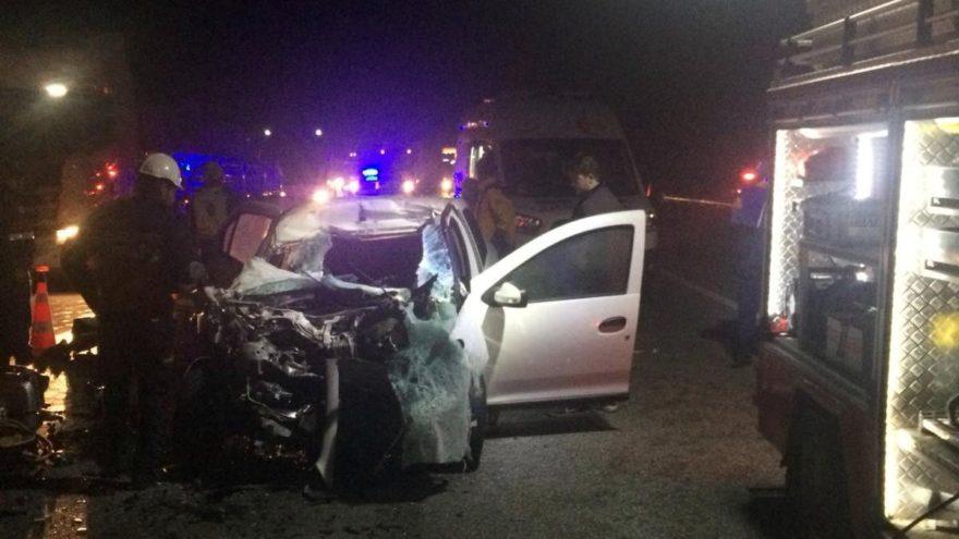Bilecik'te otomobil tıra çarptı: 2 ölü, 1 yaralı