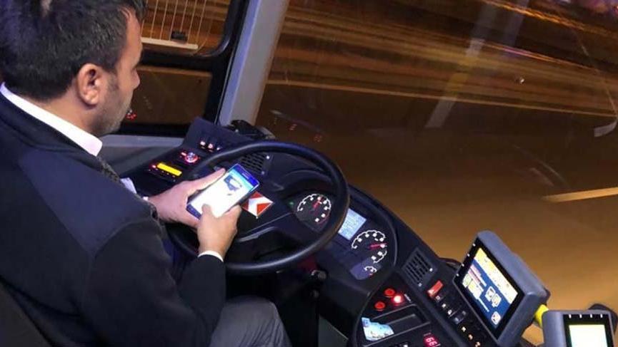 120 kilometre hızla giden şoför İki eliyle Whatsapp'la mesajlaştı!