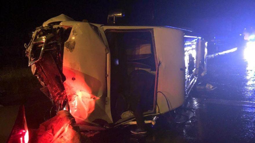 Kadın hentbol takımını taşıyan minibüs devrildi: 15 yaralı