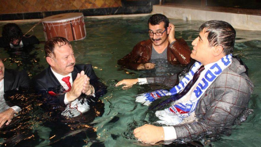 AKP'li 'havuzcu başkan': Olumlu tepkiler aldım