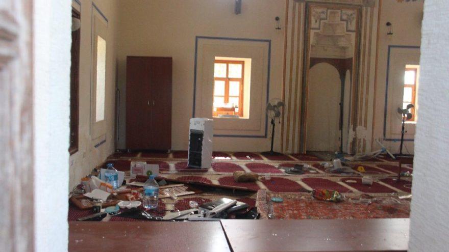 Tarihi camiye zarar verdi