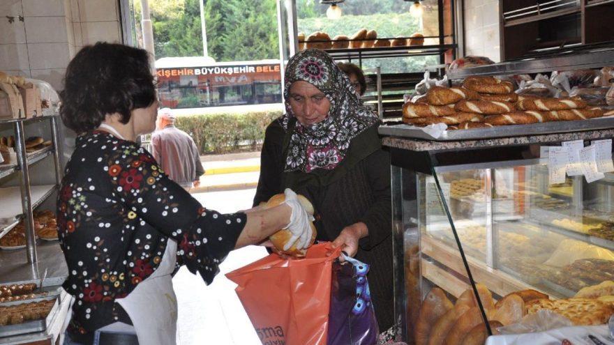 'Ucuz ekmek isteyenler poşetiyle gelsin'