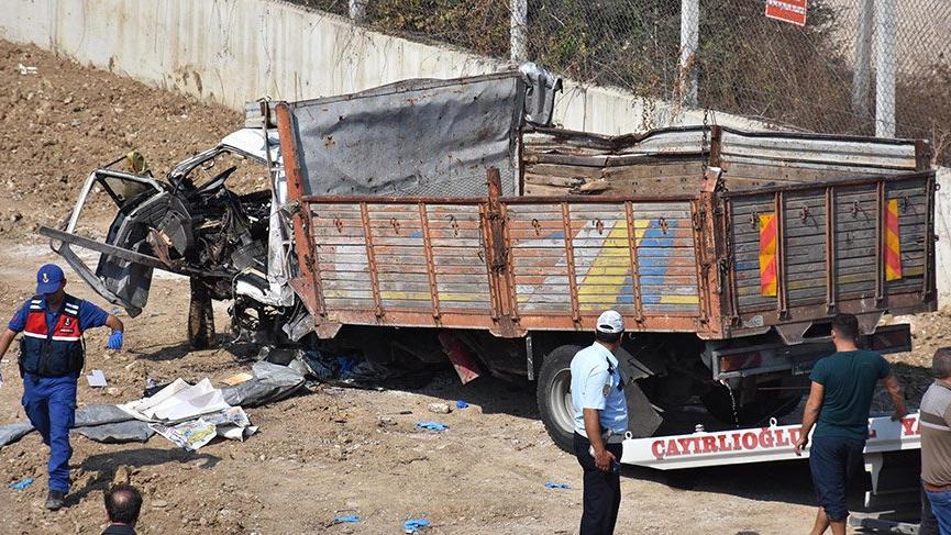 İzmir'de 22 göçmenin ölümüne neden olan sürücü, turist taşıdığını söylemiş