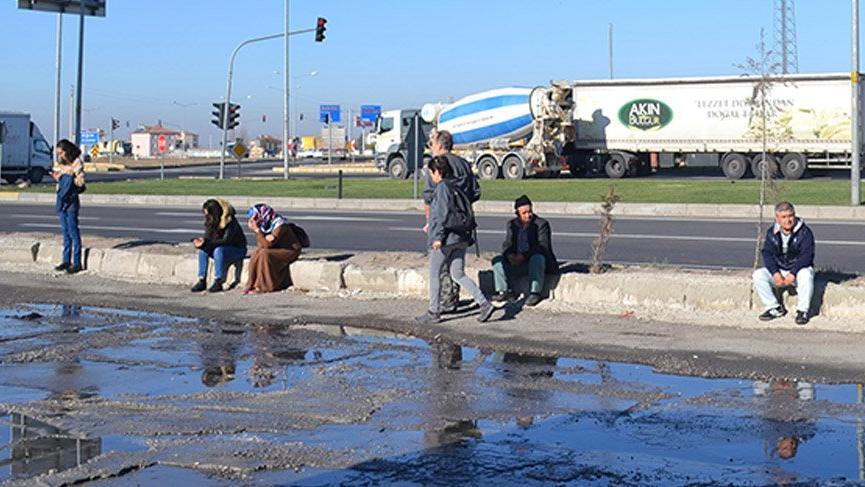 Otobüs arızalandı, yolcular tamir için 8 saat bekledi