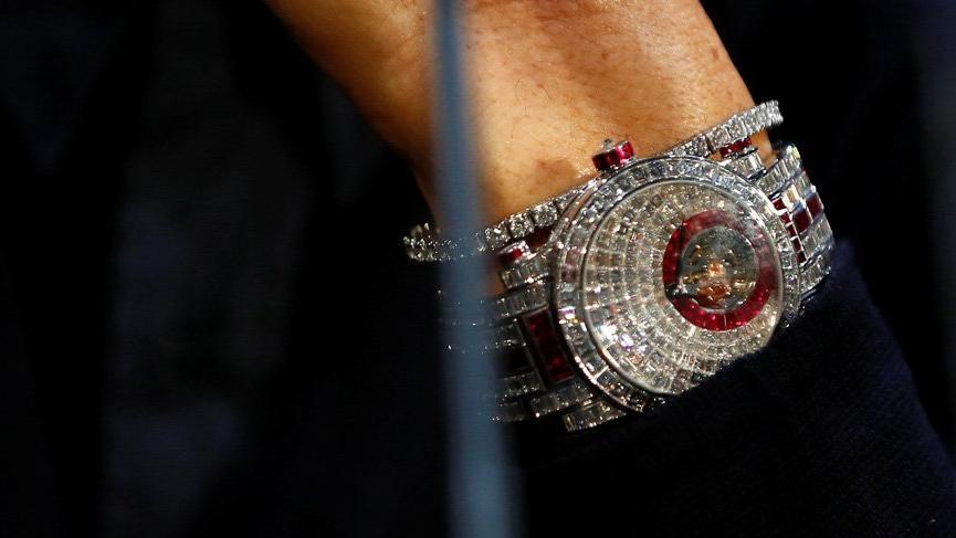 Ronaldo, 14 milyon TL'lik saatini göstermek için bol bol su içti