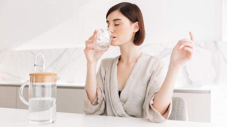 Kadınlar dikkat! Günde 11 bardak su için
