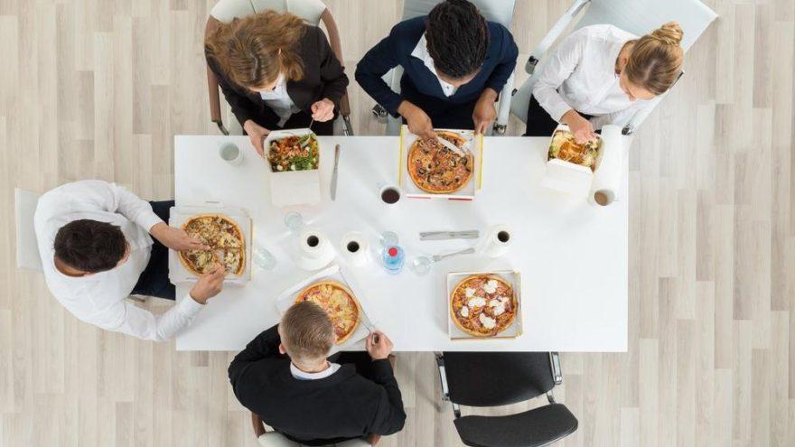 Çalışanlara yol ve yemek ücreti verilmesi gerekli midir?