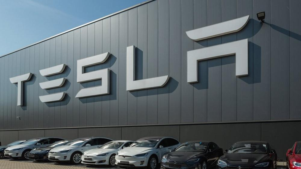 Tesla'dan Çin'e 2 milyar dolarlık yatırım!