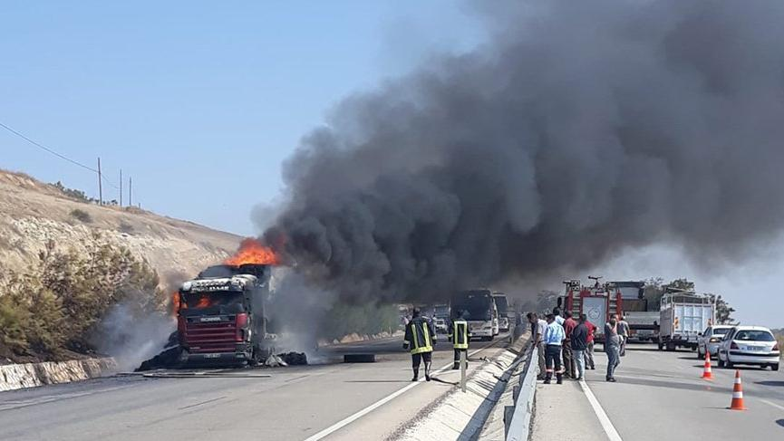 Manisa'da tır alev alev yandı!