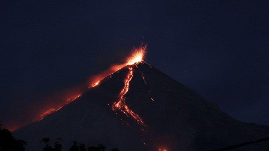 Son dakika… Fuego Yanardağı tekrar faaliyete geçti!