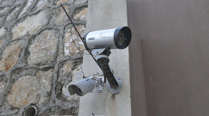Cinayeti işleyen zanlılar kamera kablolarını kesti. Foto: DHA