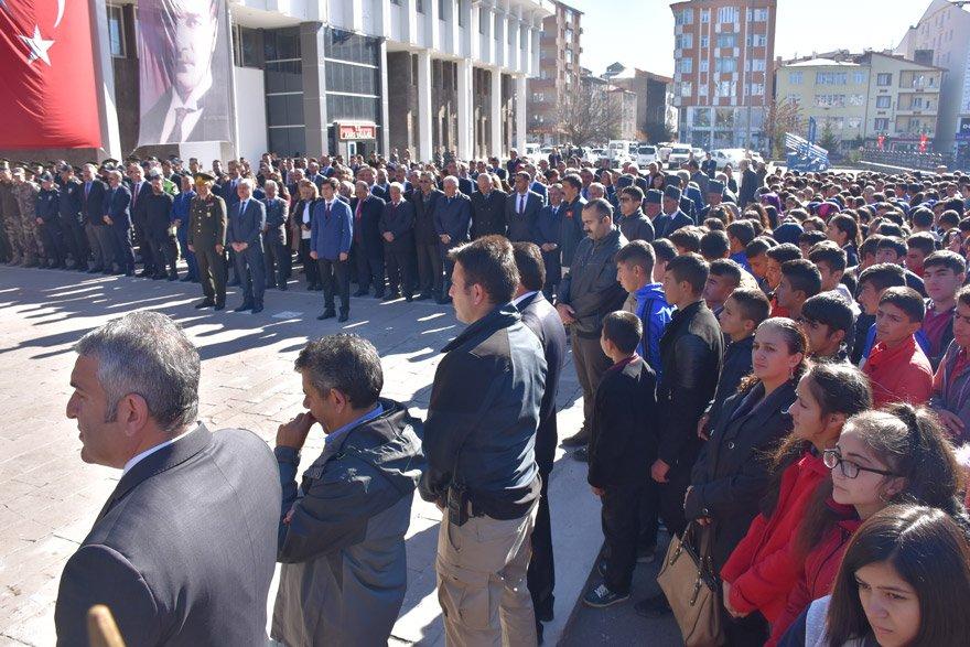 Kars'ın düşman işgalinden kurtuluşunun 98. yıl dönümü, Valilik önünde düzenlenen törenle kutlandı. Fotoğraf: AA