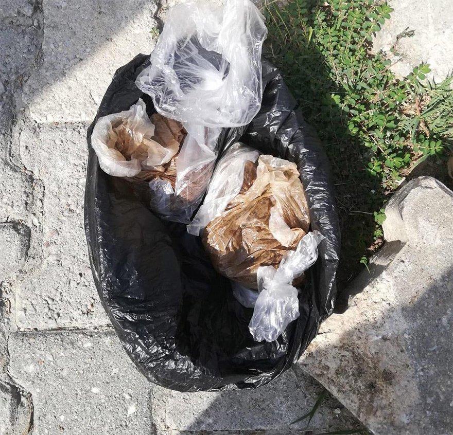 FOTO: DHA- Polisten kaçarken kaza yapan şüphelilerin attığı poşetten eroin çıktı