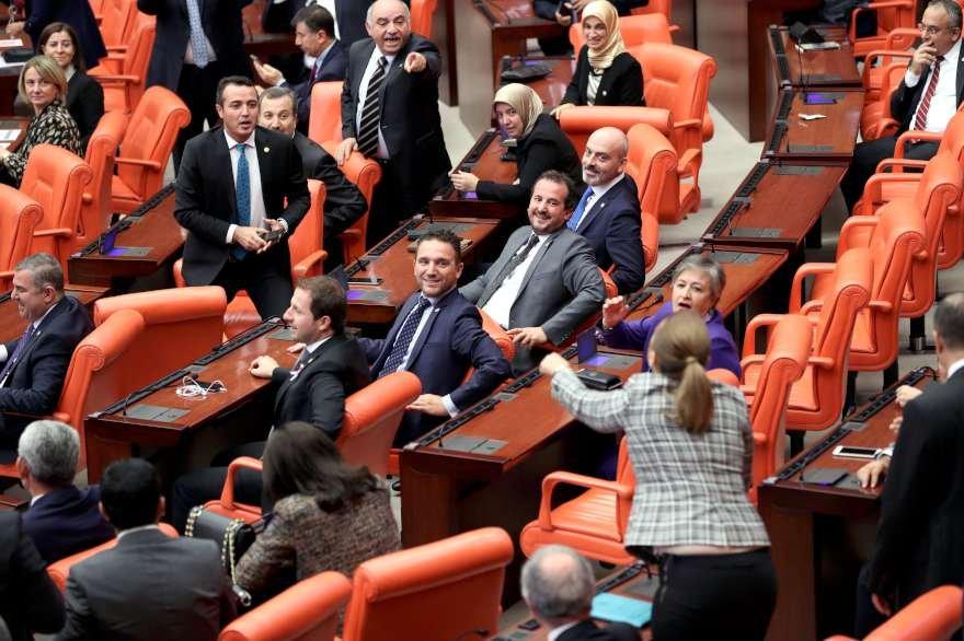 Önergenin oylanması sırasında zaman zaman tarışmalar da yaşandı Foto: Zekeriya Albayrak