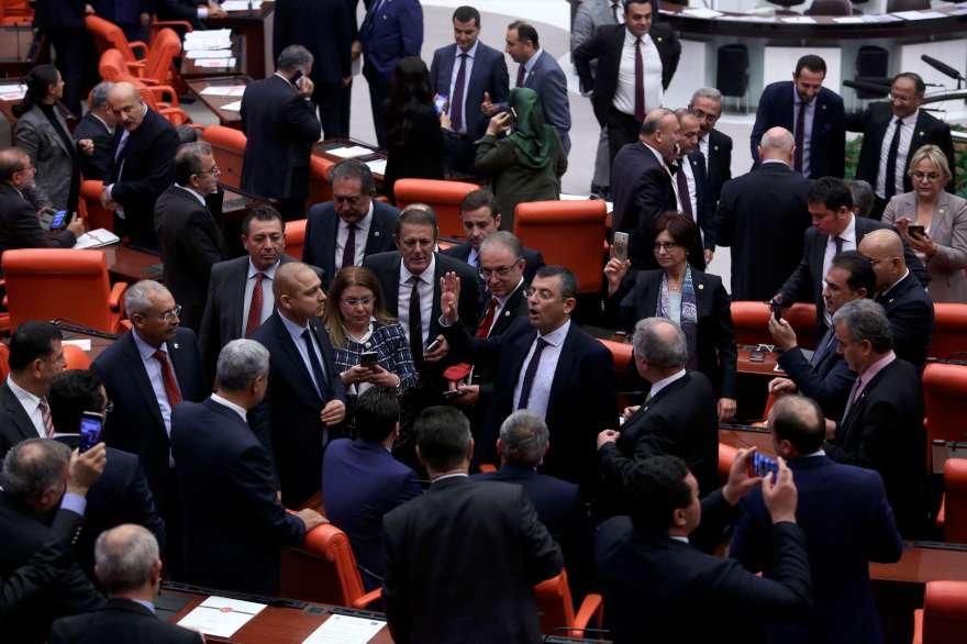 Araştırma önergesine AKP'li milletvekillerinden 135 ret oyu gelirken; CHP, HDP, MHP, İYİ Parti'den 145 milletvekili kabul oyu verdi. Foto: Zekeriya Albayrak