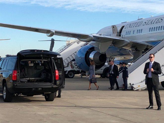 First Lady uçaktan böyle indi.