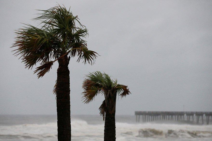 Fırtına şu an 90 km hızla esen rüzgara sahip. Reuters