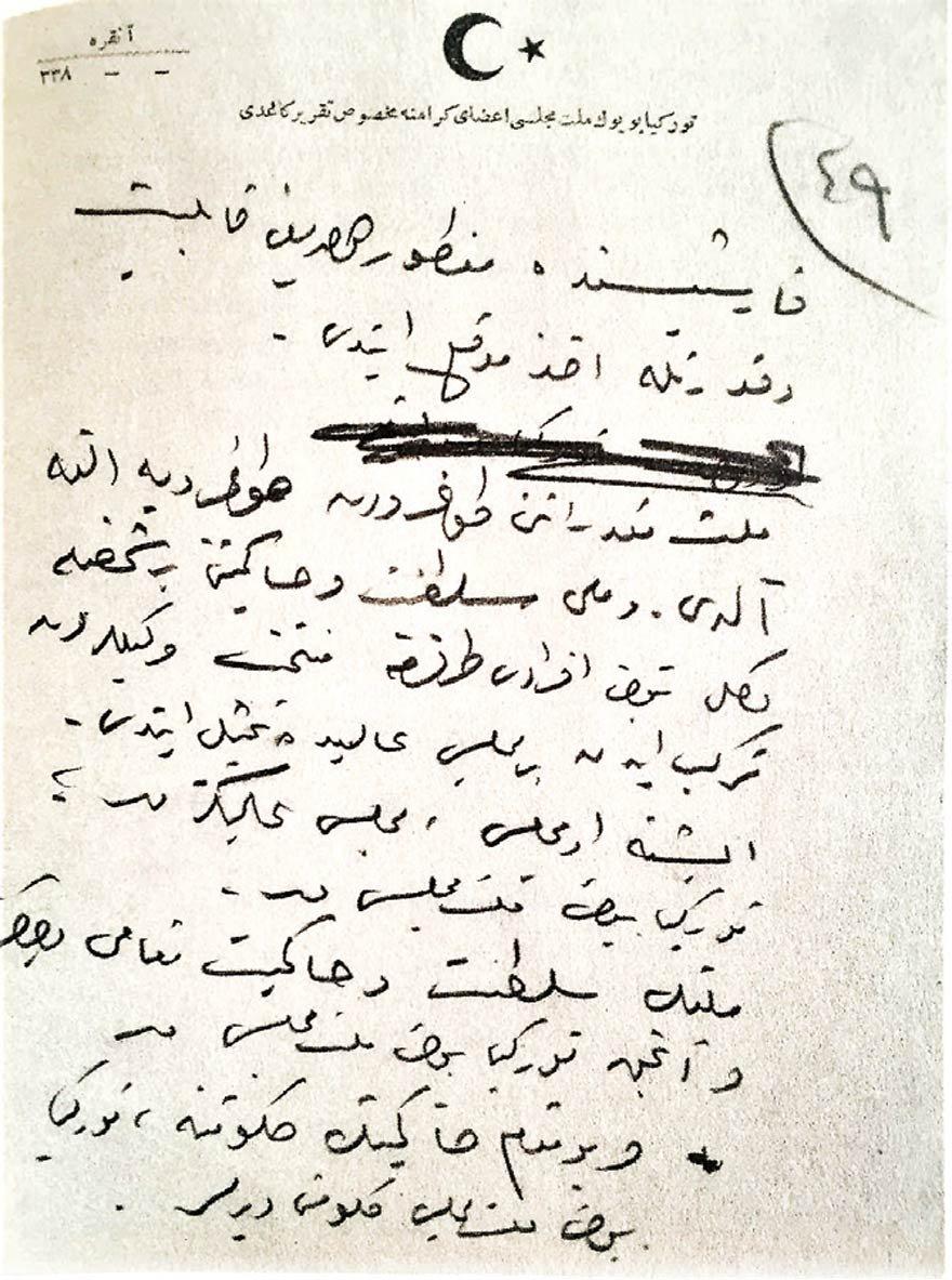 """ATATÜRK'ÜN MİLLİ EGEMENLİK VURGUSU Atatürk, 1 Kasım 1922'de saltanatın kaldırılması nedeniyle mecliste yapacağı konuşmanın el yazısı notlarının bir yerinde """"milli egemenliğe"""" şöyle vurgu yapıyordu: """"... Millet mukedderatını (kaderini) doğrudan doğruya eline aldı ve milli saltanat ve hakimiyetini bir şahısla değil bütün efradı (ferleri) tarafından müntehab (seçilen) ve vekillerden terekküb (oluşan)bir meclis-i alide (yüce mecliste) temsil etti. İşte o meclis, meclis-i alinizdir. Milletin saltanat ve hakimiyet makamı yalnız ve ancak Türkiye Büyük Millet Meclisi'dir ve bu makamı hakimiyetin (egemenlik makamının) hükümetine Türkiye Büyük Millet Meclisi Hükümeti denir."""""""