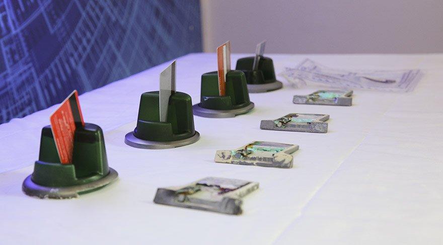 Kart kopyalama cihazları Siber Suçlarla Mücadele Şubesi'nde sergilendi. FOTO:AA