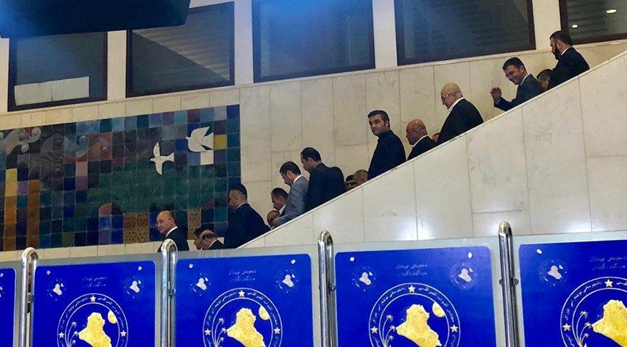 Irak'ta Kürdistan Yurtseverler Birliği'nin (KYB) adayı Berhem Salih (solda), meclisteki ikinci tur oylamada, 219 oyla yeni cumhurbaşkanı seçildi. Salih, cumhurbaşkanı seçilmesinin ardından yeminini yapmak üzere meclise geldi. FOTO:AA